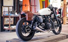 The Inlander – 900cc Triumph.    Leather brown side satchels.