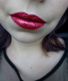Glitter lips using red lipliner and Nyx professional makeup Face & Body glitter in Ruby