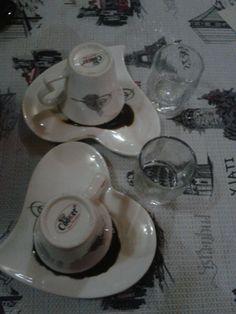 Gönül ne kahve ister, ne kahvehane, gönül sohbet ister, kahve bahane...
