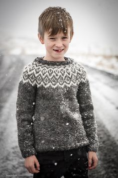 Ravelry: Kuldi Lopi Sweater pattern by Unnur Eva Arnarsdóttir Kids Knitting Patterns, Knitting For Kids, Baby Knitting, Knitting Projects, Icelandic Sweaters, Aran Weight Yarn, Fair Isle Pattern, Fair Isle Knitting, Baby Kind