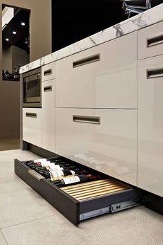 Unique kitchen storage ideas stainless steel ideas for 2019 Modern Kitchen Interiors, Modern Kitchen Design, Interior Design Living Room, Kitchen Contemporary, Contemporary Design, Kitchen Pantry Design, Kitchen Storage, Kitchen Ideas, Kitchen Drawers