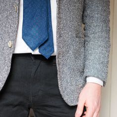 tie with jeans