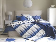 BLOT BLUES Wool Blue and white patterned - love the loose styling