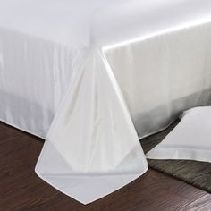 22 Momme Seamless Silk Bedding Set Ivory (1)   http://www.snowbedding.com/   Snow Bedding offers a wide range of silk bedding products: silk filled duvet/ comforter, silk pillows, silk sheets, silk bedding sets in different styles and colors.  #silkbedding #silksheets #silkluxurybedding #silkbeddingsets #luxurybedding #chinesesilkbedding #satinbedding #silkcomforters #silkbeddingcostco