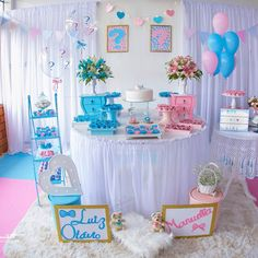 I like the idea of the boy and girl name of each side Baby Shower Cakes Neutral, Idee Baby Shower, Baby Shower Themes, Gender Party, Baby Gender Reveal Party, Indian Baby Showers, Gender Reveal Party Decorations, Baby Shower Activities, Reveal Parties