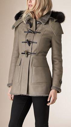 Cinza taupe Duffle coat de shearling com acabamento de pele de raposa - Imagem 1