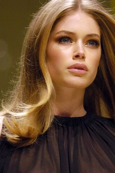 Doutzen Kroes, dark blonde base with softer, lighter ends.