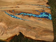 looks ilke live-edge spalted wood with turquoise and glass inlay Live Edge Table, Live Edge Wood, Wood Slab Table, Wood Tables, Dining Tables, Natural Wood Table, Live Edge Furniture, Diy Furniture, Dining Table Design