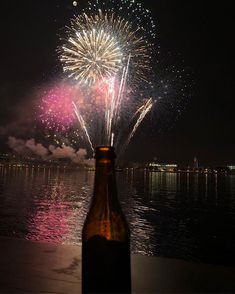 Sometimes the first beer is almost like fireworks #fireworks #sailphilly #dogfishhead #beer #kalmarnyckel #photobydavidfeldt