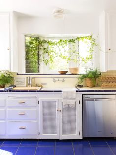 Design an awe-inspiring, knock out kitchen with these picture-perfect kitchen remodel ideas sure to inspire a dream remodel of the most important room in the house. Best Countertops, Kitchen Countertops, Kitchen Cabinets, Diy Kitchen, Kitchen Decor, Kitchen Design, Kitchen Ideas, Kitchen Tile, Kitchen Inspiration