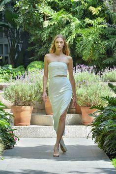 #MBFWMx #ManejaMéxico One Shoulder, Shoulder Dress, Strapless Dress, Formal Dresses, Fashion, Strapless Gown, Dresses For Formal, Moda, Formal Gowns