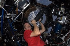 News world news bbc news cnn news sport news How to survive self isolation, according to an astronaut - Digital Trends Chris Hadfield, Earth Photos, International Space Station, Earth From Space, Peace On Earth, Digital Trends, Video Photography, What Is Like, Nasa
