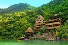 Laguna Lodge Eco-Resort / Guatemala