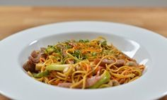 Sweet and Sticky Pork with Noodles and Vegetables - Eat Clean with Rachel Allen Wok Recipes, Noodle Recipes, Asian Recipes, Dinner Recipes, Healthy Recipes, Ethnic Recipes, Rachel Allen, Easy Weeknight Dinners, Quick Meals