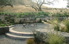 Local aggregate and stone terraced landscape, near Petaluma, CA - Huettl Landscape Architecture Dry Garden, Gravel Garden, Pea Gravel, Modern Landscaping, Backyard Landscaping, Landscape Design, Garden Design, Mediterranean Garden, Garden Architecture