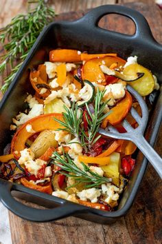 Oven squash with feta recipe - Autumn oven squash with potatoes, vegetables and feta. The oven pumpkin with feta is perfect for the after-work kitchen, as it is easy and quick to make. // roast pumpkin with feta cheese recipe - roast pumpkin with p Salmon Recipes, Potato Recipes, Lunch Recipes, Vegetable Recipes, Crockpot Recipes, Vegetarian Recipes, Dinner Recipes, Healthy Recipes, Vegetarian Lifestyle
