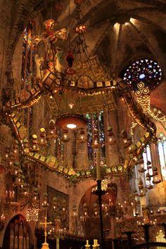 Chasing the Gaudi team-Palma de Mallorca- ガウディ組を追っかけて−Palma de Mallorca (マヨルカ島 inside the lantern marketplace - Beautiful Architecture, Beautiful Buildings, Interior Architecture, Futuristic Architecture, Gaudi, Beautiful World, Beautiful Places, Kirchen, Great View