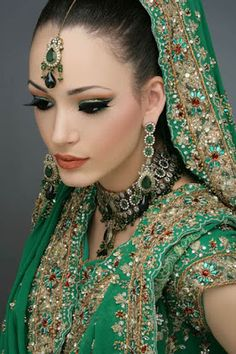 Indian Bridal wear with makeup & heavy Jewelry forms a very important part of the overall attire of an Indian bride / Bikeglam Bridal Makeup Looks, Indian Bridal Makeup, Indian Bridal Fashion, Bridal Looks, Wedding Makeup, Bride Makeup, Asian Bridal, Bridal Beauty, Wedding Bride