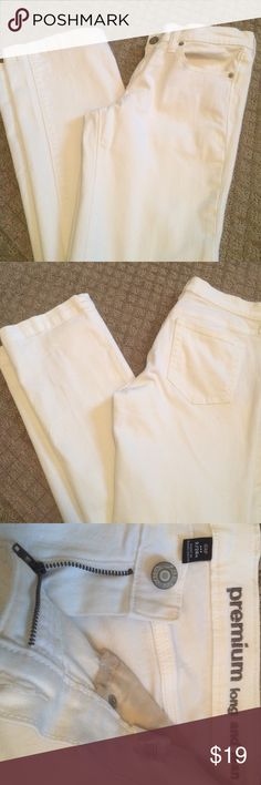 Gap White Denim This is a wonderful pair of gap white denim. 98% sent cotton 2% spandex, long and lean fit. 32 inch inseam. Looks cute rolled up. In perfect condition. GAP Jeans Straight Leg