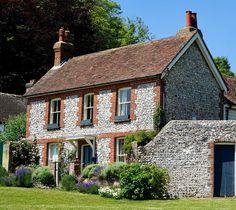 angol vidéki ház, cottage chic Pergola, Sweet Home, Houses, Cabin, House Styles, Modern, Home Decor, Decoration Home, Outdoor Pergola