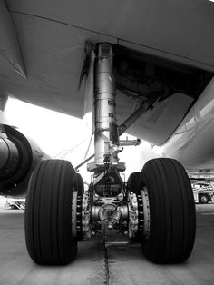 Landing Gear of an Airbus Airplane Wallpaper, Emirates Airline, Commercial, Gas Turbine, Passenger Aircraft, Aircraft Engine, Landing Gear, Concorde, Airports
