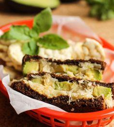 Gegrilltes Avocado-Sauerkraut-Sandwich