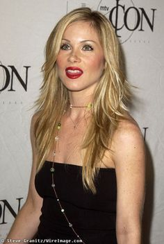 Christina Applegate layered hair