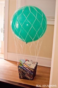 Our Hot Air Balloon Baby Shower is a unique gender-neutral party idea filled with lots of adorable favors, DIY project tutorials, free printables, games, decor and more! Source by Best Kadın Baby Shower Prizes, Baby Shower Balloons, Baby Shower Cards, Baby Boy Shower, Baby Showers, Baby Shower Ideas Books, Baby Shower Wrapping, Elephant Baby Shower Favors, Baby Shower Gift Basket