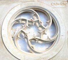 [Ventana de tracería de piedra tallada en Leicestershire] > [*- Tracería: Decoración arquitectónica que hay en el hueco de algunos arcos y que está formada por combinaciones de figuras geométricas que imitan formas vegetales.] » Stone tracery window carved in our Leicestershire workshop