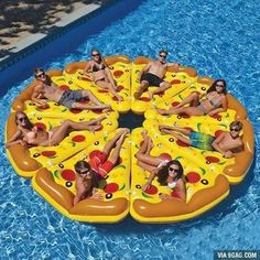 I want to do this but I don't even have 7 friends lmao #pizza#poolparty#9gag @9gagmobile