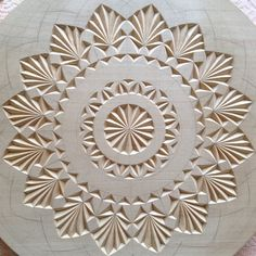 Wood Carving Designs, Wood Carving Patterns, Dremel Wood Carving, Chip Carving, Wood Sculpture, Wooden Boxes, Wood Art, Wood Projects, Art Decor