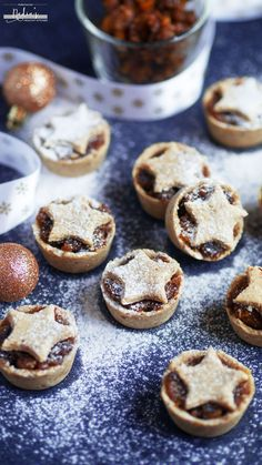 Raw Mince Pies Recipe - Vegan & Gluten-free This is my first Christmas recipe on the blog this year...yay!  Delicious raw/no-bake mince pies that are so easy to make and taste amazing without any added sugar, dairy…
