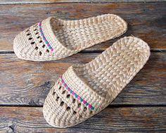 Vintage Cane Slippers. Ladies Mens slippers. by RarityFromAfar #vogueteam #grassslippers #caneslippers #tropicalshoes #houseshoes #natural #earth #renewable #etsygifts