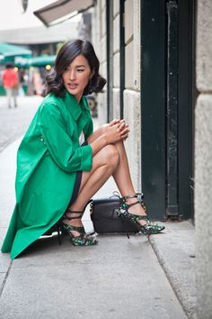 green is one of my new favorite colors. this such a pretty outfit