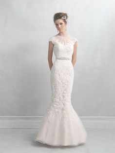 very pretty mermaid wedding gown - beautiful lace at top - back is beautiful also - lacy - style MJ10