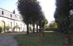 Bienvenue au Château de Véretz.- 21) CHATEAU DE VERETZ: BEL-OMBRE: Les dépendances du château offrent des appartements en location. Les autres appartements se trouvent au second étage du château.