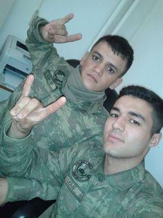 Askerdeki ülküdaşlarımızın yolladığı fotoğraf.