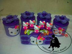 1 set terdiri dari 4 toples dan 1 kotak tisue, bisa req warna dan motif, free nama
