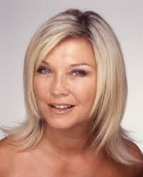 """UK Actress Amanda Redman from """"New Tricks"""" wearing a very Century Bob hair style. Hairstyles Over 50, Trendy Hairstyles, Bob Hairstyles, Amanda Redman, Bob Styles, Hair Styles, British Celebrities, Great Cuts, Mid Length Hair"""