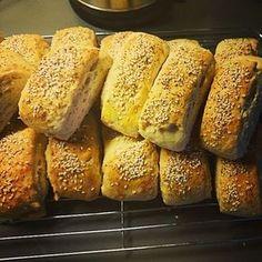 Himmelsk gode havrebriks Empanadas, Bread Recipes, Cake Recipes, Norwegian Food, Norwegian Recipes, Bread Rolls, Baking Tips, Nom Nom, Food And Drink