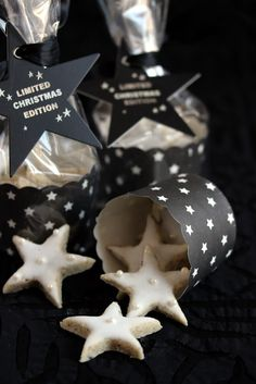 Love this. BBw clear bags. Make star tag from cereal box. Use pt roll covered for the cookie holder. Tj star cookies. Totally doing this.