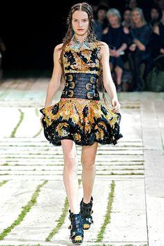 Alexander McQueen Spring 2011 Ready-to-Wear Fashion Show - Victoire Mac-Dauxerre (ELITE)