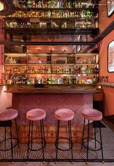 Pink Room Bar, Kiev, Oekraïne - The Cool Hunter - The Cool Hunter - bilder dekoration Home Bar Decor, Bar Cart Decor, Vintage Restaurant, Restaurant Bar, Industrial Restaurant, Restaurant Design, Cafe Bar, Bar Speakeasy, Bar Vintage