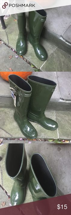 "Women rain boots by ""seven brand"" size 8 New pair of glossy green rainboots by brand Seven. They say size 9 but must run Large because I am an 8. So I listed as an 8. These are great I just never wear rainboots. Seven7 Shoes Winter & Rain Boots"
