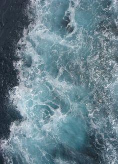 Le parfum de l'iode Le bruit des vagues La texture de l'écume