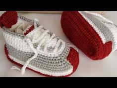 Baby Shoes Pattern, Shoe Pattern, Crochet Baby Shoes, Baby Boy Shoes, Toddler Shoes, Baby Booties, Crochet Hats For Boys, Crochet Tablecloth, Colorful Shoes