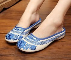 Women's Chinese Canvas Sole Oxford Slip Ons Flat Slipper House Shoes Mules Clogs#Increased in the Shoes of Old Beijing Shoes Embroidered Shoes Shoes Women Shoes Spring and Summer Women's Slipper Help surface material: Canvas ,inside cotton Sole Material: oxford , Embroidered flowers,phoenix