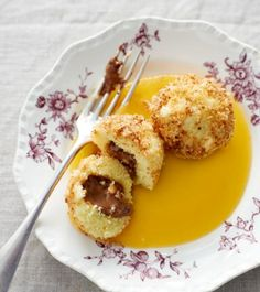 Recipe for semolina dumplings filled with nougat when eating and drinking. And other recipes in the Coconut Sweet Recipes, Other Recipes, My Recipes, Gourmet Recipes, Dessert Recipes, Lunch Boxe, Oreo, Winter Desserts, Sweet And Salty