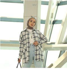 Hijab Fashion Summer, Modest Fashion Hijab, Modern Hijab Fashion, Street Hijab Fashion, Modesty Fashion, Casual Hijab Outfit, Winter Fashion Outfits, Muslim Fashion, Modest Outfits