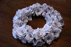 Hypätään ruoanlaitosta välillä askarteluun. Paperinaru on minusta aina ollut mukava materiaali, ja kun näin äitillä tällaisia ruusuja, oli p...